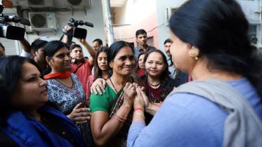 নির্ভয়ার ৪ ধর্ষক-হত্যাকারীর ফাঁসি কার্যকর, উল্লাসে চলল মিষ্টিমুখ