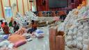 দিনমজুরদের মাঝে চাল দিলেন ভান্ডারিয়া উপজেলা চেয়ারম্যান