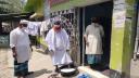 জীবাণুনাশক পানিতে পা চুবিয়ে মসজিদে প্রবেশ