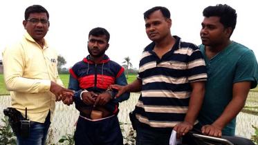 কলারোয়া সীমান্তে ৩ কেজি ভারতীয় রুপাসহ যুবক আটক