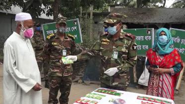 কুমিল্লায় সেনাবাহিনীর শাক সবজির বীজ ও খাদ্যসামগ্রী বিতরণ