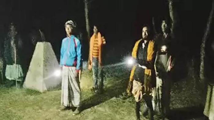 পাহারারত গ্রামবাসী
