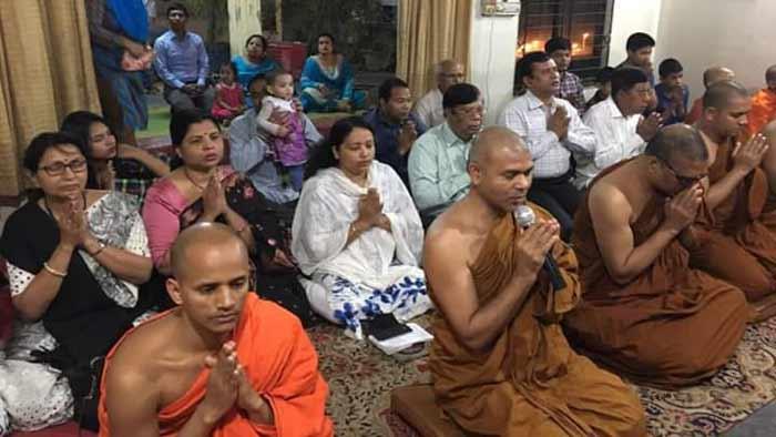 চকবাজারের অগ্নিকাণ্ডের ঘটনায় বৌদ্ধ বিহারে প্রার্থনা