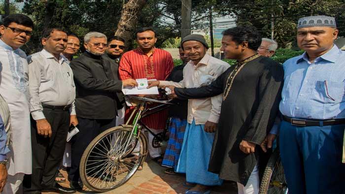 চট্টগ্রাম সমিতি-ঢাকার ভ্যান বিতরণ অনুষ্ঠান