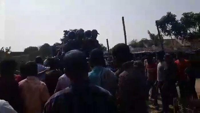 ঠাকুরগাঁওয়ে বিজিবি`র সঙ্গে গ্রামবাসীর সংঘর্ষে নিহত চার