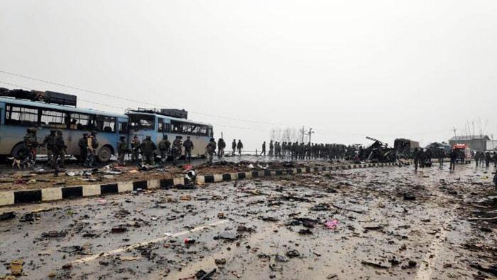 কাস্মিরে সন্ত্রাসী হামলা ৪২ ভারতীয় পুলিশ নিহত