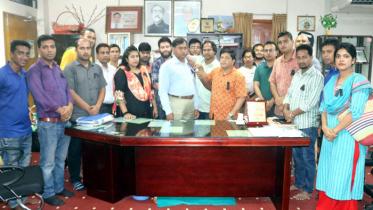 শোকাবহ আগস্ট: বশেমুরবিপ্রবিতে কালো ব্যাচ ধারণ