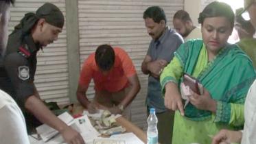 কুমিল্লায় ৩ শতাধিক পাসপোর্ট উদ্ধার, ভূয়া সনদসহ আটক ৭