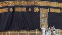 কাবা শরিফে পরানো হয়েছে সোনা-রূপার তৈরি গিলাফ
