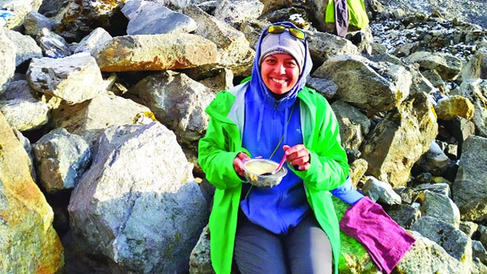 তাশি লাপচা অতিক্রম করলেন প্রথম বাংলাদেশি নারী শায়লা