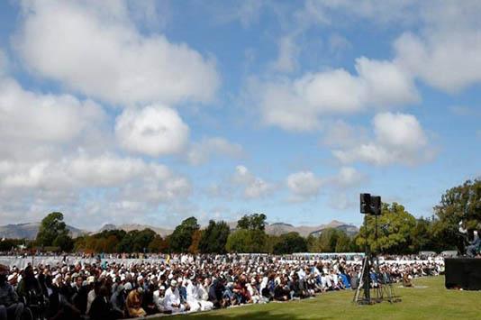 মসজিদে গণহত্যা স্মরণে নিউজিল্যান্ডে প্রার্থনা ও নীরবতা পালন