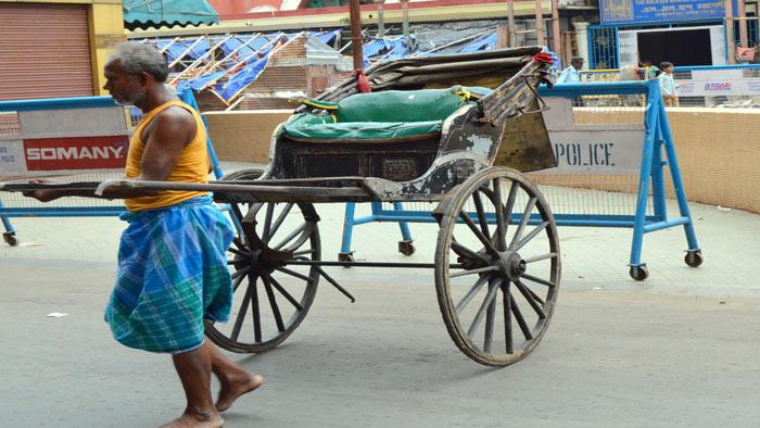 ট্রামের শহর কলকাতা; আছে দুই চাকার রিক্সাও