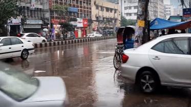 ঘূর্ণিঝড় 'বুলবুল': রাজধানীতে ঝরছে বৃষ্টি