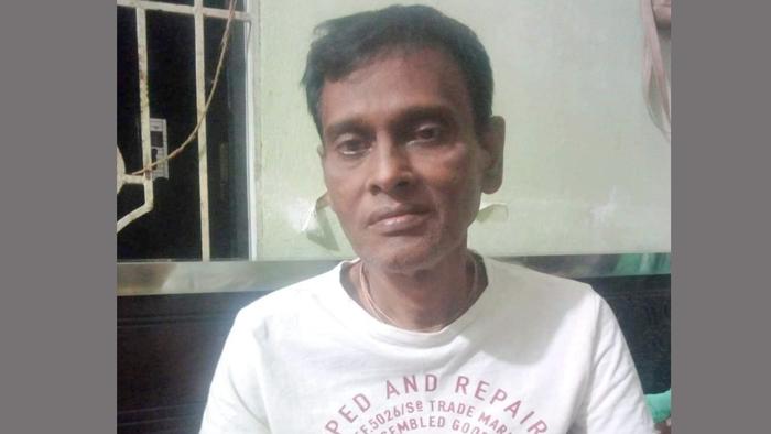 কুবি ছাত্রী ঊর্মির বাবা নারায়ণ