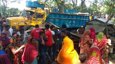 ঝিনাইদহে ট্রাক-মহেন্দ্র সংঘর্ষে ২ নারী নিহত