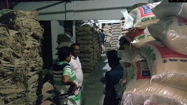 গাজীপুরে ৪০০ বস্তা সরকারি চাল জব্দ