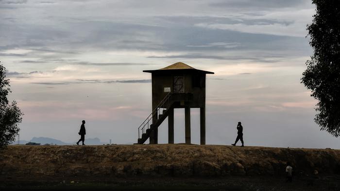 সীমান্তে বর্ডার গার্ড বাংলাদেশ'র (বিজিবি) পর্যবক্ষেণ টাওয়ার- সংগৃহীত