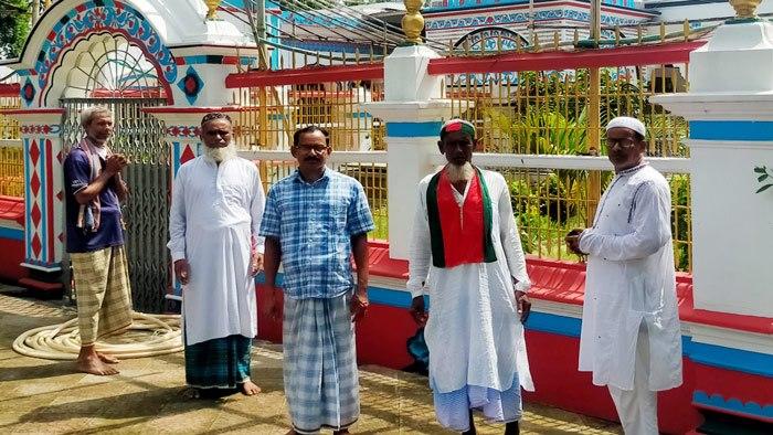 এনায়েতপুর মাজার শরীফে ভিখারী নাজিম উদ্দিন।