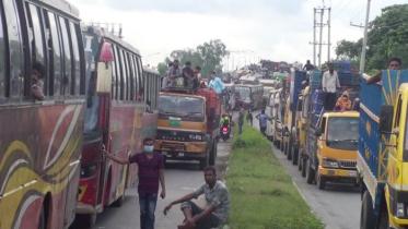ঢাকা-টাঙ্গাইল মহাসড়কে তীব্র যানজট