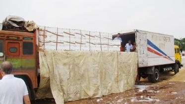 বেনাপোলে বেড়েছে মিঠা পানির মাছ রপ্তানি