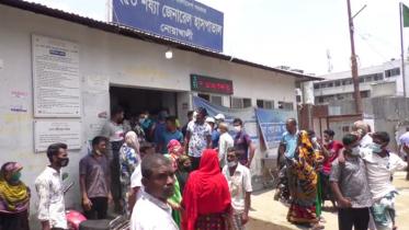 নোয়াখালী হাসপাতাল কর্মচারিদের অবস্থান ধর্মঘট
