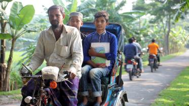 রিকশার প্যাডেলে ঘোরে গনি গাজীর ৫ সন্তানের উচ্চশিক্ষার স্বপ্ন