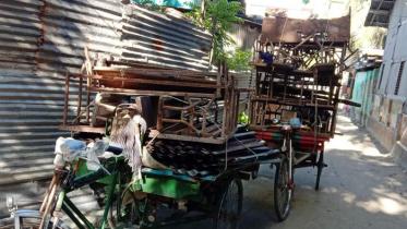 নিয়ম না মেনে বিদ্যালয়ের মালামাল বিক্রি করলেন প্রধান শিক্ষক