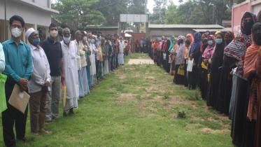 মিরসরাইয়ে সাবেক উপজেলা চেয়ারম্যানের বিরুদ্ধে মানববন্ধন