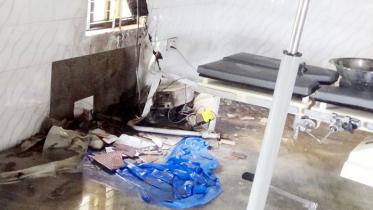 নওগাঁয় এসি বিস্ফোরণে স্বাস্থ্য কমপ্লেক্সে আগুন