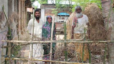 ধামইরহাটে ৭ দিন ধরে কৃষক পরিবার অবরুদ্ধ