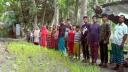 ৪০ বছরেও দাবি পূরণ না হওয়ায় রাস্তায় ধানের চারা রোপণ