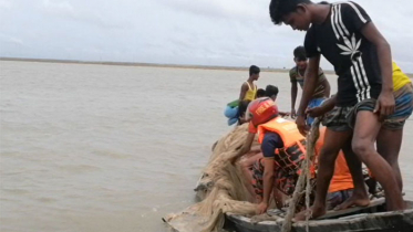 নোয়াখালীতে নদী থেকে ৩ পর্যটকের মরদেহ উদ্ধার