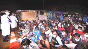 মালয়েশিয়ায় ১০২ অবৈধ বাংলাদেশি আটক