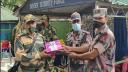 বিজিবিকে মিষ্টি দিয়ে শুভেচ্ছা জানাল বিএসএফ