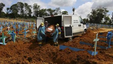করোনার থাবায় আরও ১৩শ' প্রাণ ঝরল ব্রাজিলে