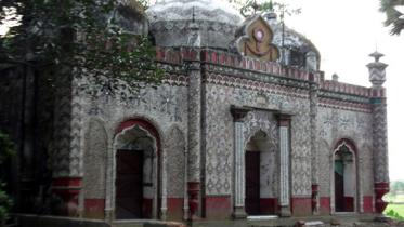 দেখে আসুন কুমিল্লার ঐতিহ্যবাহী তিন গম্বুজ মসজিদ