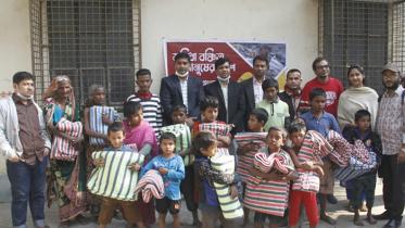 সুবিধা বঞ্চিতদের কম্বল দিল ল্যাম্প বাংলাদেশ