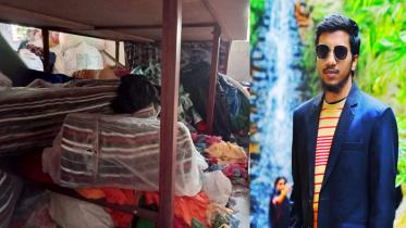 টি-শার্ট বিক্রি করেই সফল উদ্যোক্তা মনোয়ার