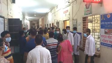 রাজবাড়ী সদর হাসপাতালের জরুরি বিভাগে দুর্বৃত্তদের হামলা
