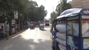 মাদারীপুরে সড়কগুলোতে চলছে যানবাহন