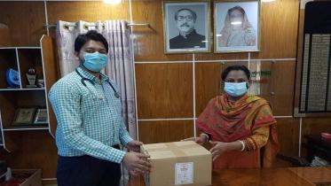 নলছিটি উপজেলা পরিষদের ৫৪০ প্যাক স্যালাইন প্রদান