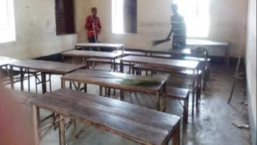 শার্শায় চলছে স্কুলের পরিষ্কার-পরিচ্ছন্নতার কাজ