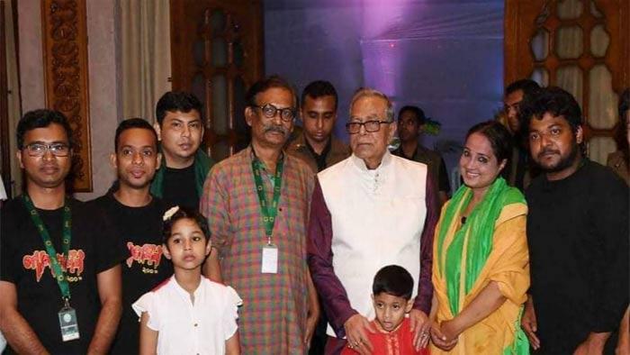 বঙ্গভবনে রাষ্ট্রপতি মোঃ আবদুল হামিদ 'লালজমিন' নাটকটি দেখেন।