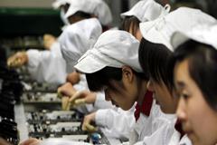 চীনে ইন্টার্নদের ওভারটাইম বন্ধ করছে আইফোন