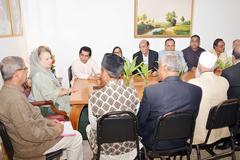 আন্দোলন নয়, গুরুত্ব রাজনৈতিক কর্মসূচিতে